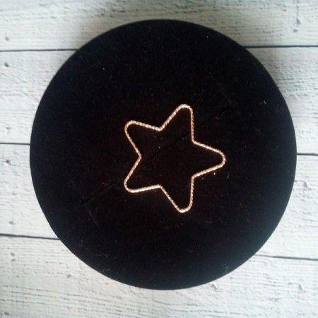 colgante silueta estrella dorada de www.puravidapulseras.com