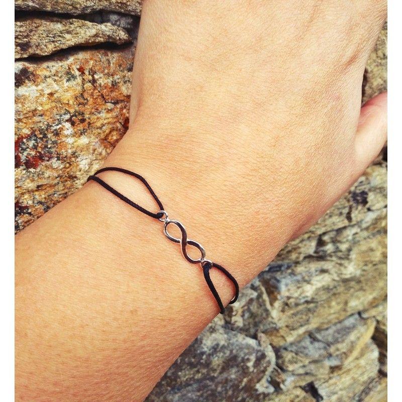 pulsera de hilo y plata con el símbolo infinito de www.puravidapulseras.com