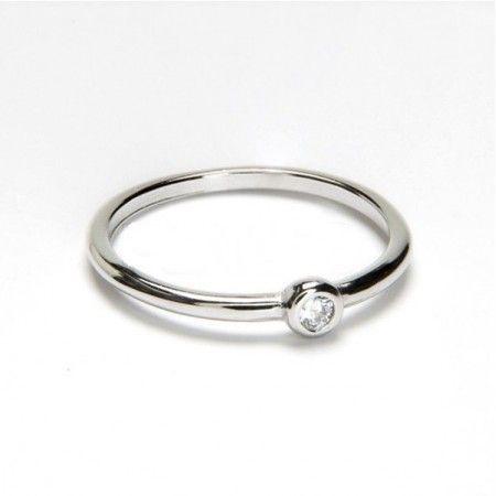 anillo de plata y circonita de www.puravidapulseras.com